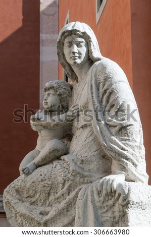 Statue of the Madonna and Child outside the Cathedral of Vicenza