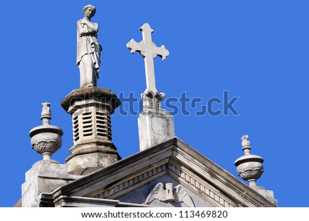 Statues in La Recoleta Cemetery is a famous cemetery located in the exclusive Recoleta neighbourhood of Buenos Aires, Argentina. It contains the graves of notable people, including Eva Per�³n. - stock photo