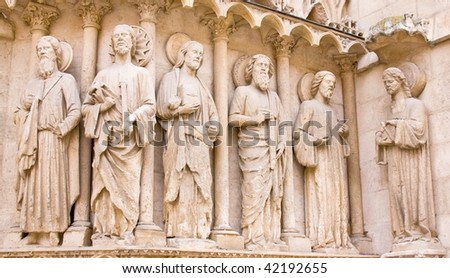Statues of five apostles and Jesus