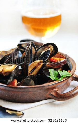 Steamed mussels in beer