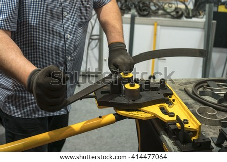 Steel bending machine