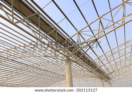 Steel structure workshop roof is under construction