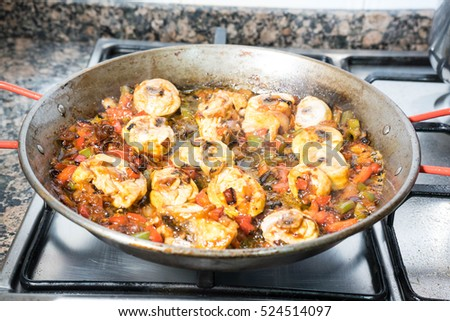 Step by step preparation of a chicken paella