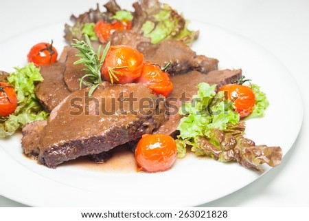 Stew beef with a thick sauce and cherry tomatoes