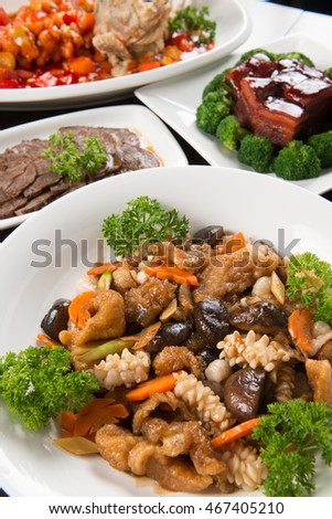 Stewed assorted delicacies (dried fish maw, mushroom, shrimp, fresh squid, fish nuggets) with side dishes