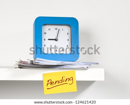 Sticky note reminding 'pending' work - stock photo