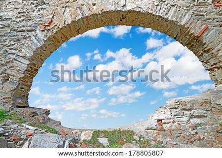 stone arch with a blue sky inside