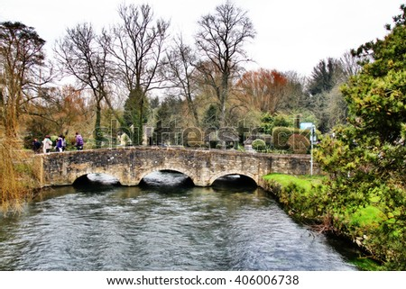 Stone bridge cross river in rural town upon Avon, England