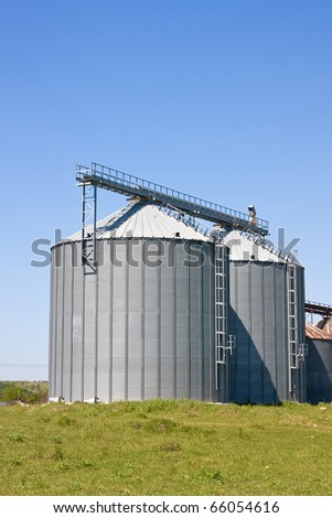 Storage silos for agricultural products, in the countryside