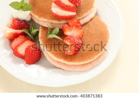 strawberry and pan cake sandwich for spring food image