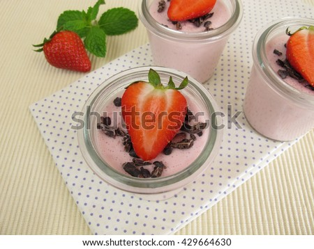 Strawberry mousse dessert with fresh strawberries and cocoa-nibs