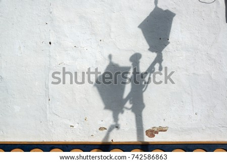 Street light casting a shadow on a building in Salento, Colombia