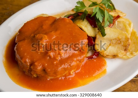 Stripped tuna with chips and home-cooked sauce - stock photo