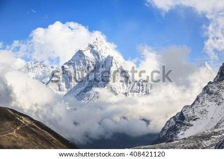 Stunning view of the Ama Dablam peak (6856m) in the Himalayas, along the trail leading to Everest base camp, in Nepal