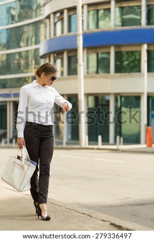 Stylish business woman in the big city