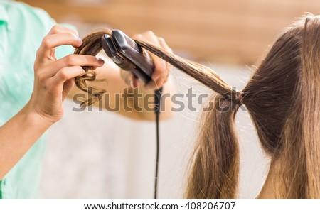 Black barber shop hairstyles on modern beauty salon interior design - Salon De Coiffure Banque D Image Libre De Droit Photos