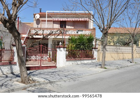 Suburban Mediterranean Style Home For Sale (Se Vende in Spanish) in Residential District in Spain Europe