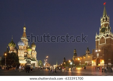 SUMMER EVENING IN RED SQUARE SHOWING KREMLIN WALL AND SAINT BASILS CATHEDRAL AT TWILIGHT MOSCOW RUSSIA, 30TH SEPTEMBER 2005