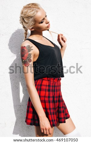 Summer in the city - fashion urban girl. Outdoors lifestyle portrait