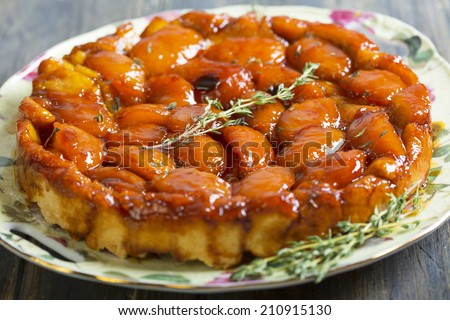 Summer pie Tarte Tatin with peaches and thyme.
