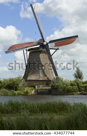 Summer scene in the famous Kinderdijk canal with windmills. Old Dutch village Kinderdijk, UNESCO world heritage site. Netherlands, Europe.