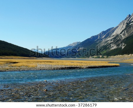 Summer view of medicine lake and surrounding mountains in jasper national park, alberta, canada
