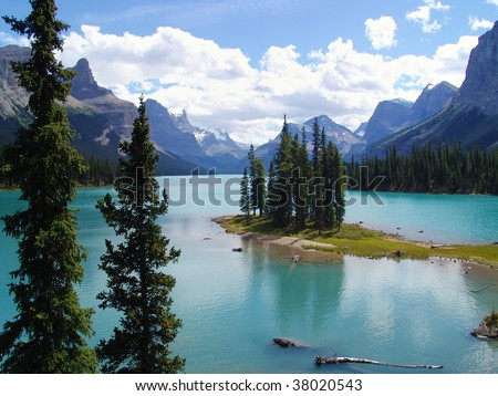 Summer view of spirit island at jasper national park, alberta, canada