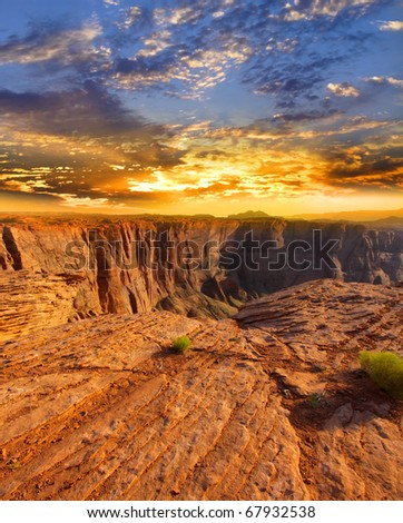 Sun set over Horse shoe bend attraction at Page Arizona