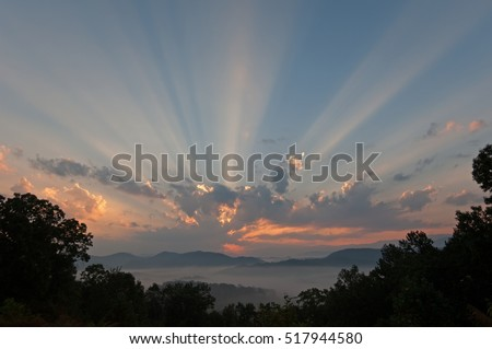 Sunbeams, Great Smoky Mountains from the West Foothills Parkway, Tennessee, USA