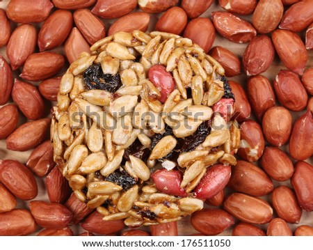 Sunflower seeds and raisins in caramel.