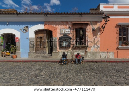 Sunny day for touts to sell trinkets to tourists in Antigua Guatemala (Guatemala)