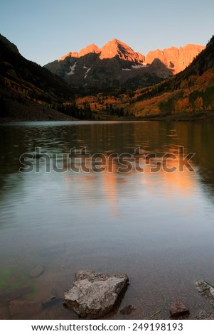 Sunrise at Maroon Lake, Colorado, USA.