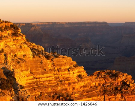 Sunrise at the Grand Canyon lighting up the rocks of Hopi Point