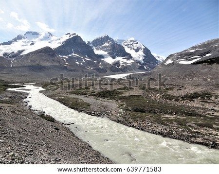 Sunwapta River near the Athabasca Glacier, Icefields Parkway, Jasper National Park, Alberta, Canada