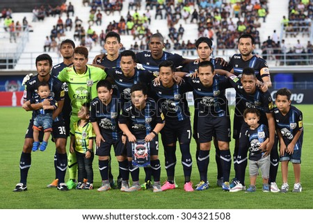 SUPHANBURI-THAILAND AUGUST 8:Players of Suphanburi fc. shot photo during  Thai Premier League between Suphanburi fc. and Saraburi Fc at Suphanburi Stadium on August8,2015 in,Thailand - stock photo