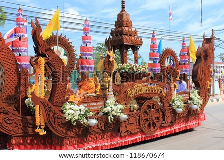 SURAT THANI, THAILAND - OCTOBER 31 : One of several decorated ceremonial boats in Tak Bat Devo and Chak Phra Festivals on October 31, 2012 in Surat Thani, Thailand.