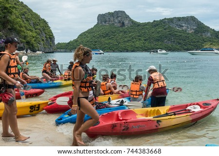 SURAT THANI, THAILAND - SEPTEMBER 26, 2017 : unidentified tourist visit Angthong Islands, koh Samui, Suratthani, Thailand