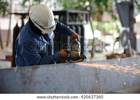 Surface preparation for welding by hand grinding