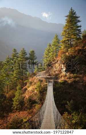 Suspension Bridge over the Dudh Koshi River between Jorsale and Namche Bazar./Dudh Koshi Suspension Bridge