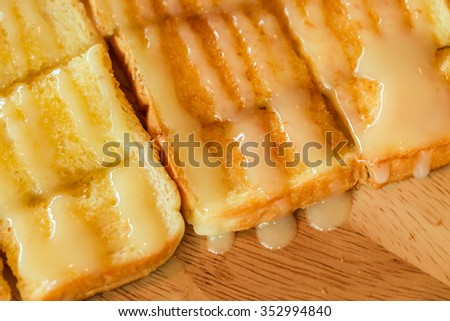 Sweet bread in wooden dish