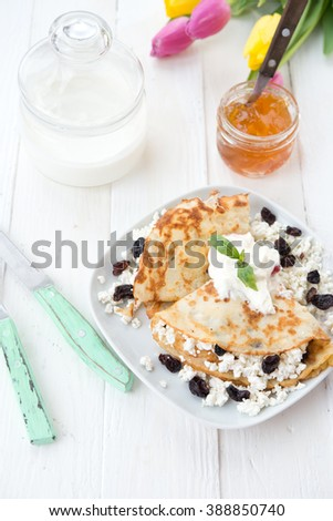 Sweet pancakes with cottage cheese and raisin