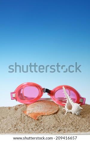 Swim goggles with Seashell.