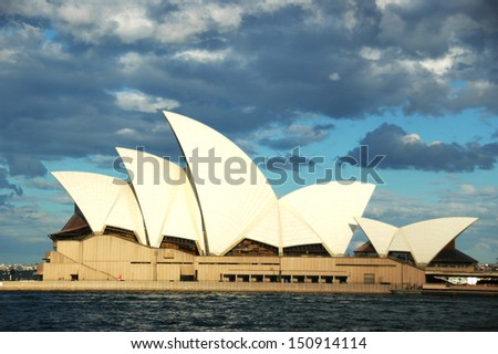 SYDNEY, AUSTRALIA - OCTOBER 15 : Sydney's most famous icon, the Sydney Opera House on October 15,2009 in Sydney, Australia. The Opera House celebrate its 40th anniversary in 2013. - stock photo