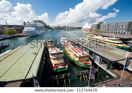 SYDNEY - FEBRUARY 20: The busy harbour at Circular Quay, a transit hub,  with a view of the Sydney Opera House on February 20, 2012 in Sydney, Australia.