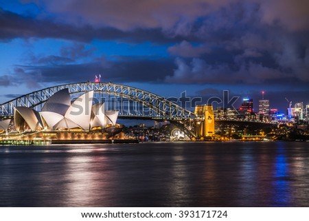 SYDNEY - JANUAR 16: Sydney's landmarks, the Opera House, the Harbour Bridge and the Luna Park in the background, lit up during the night on January 16, 2016 in Sydney, Australia.