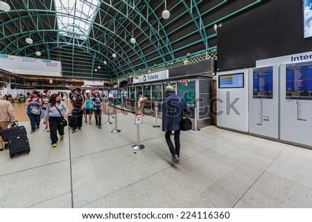 SYDNEY - MAY 12: Interior of Central Station on May 12, 2014 in Sydney.  The station is the largest railway station in Australia, services almost all of the lines on the Sydney Trains network.