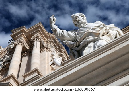 Syracuse�s Cathedral statue. Detail of the Cathedral�s facade in Ortigia, Syracuse, Sicily, Italy