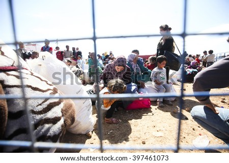 Syrian refugees who escaped from Kobane walking on Turkey-Syria border in Suruc. Sanliurfa, Turkey, 17 May 2014