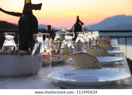 Table setting for outdoor party