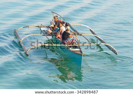 traditional economy for the philippines The philippines is one of asia's two archipelagic states (indonesia is the other), comprising more than 7,000 islands dividing the pacific ocean from the south china sea.